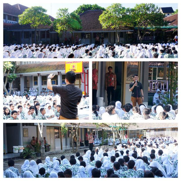 Tyovan was sharing with students of SMP 2 Magelang.